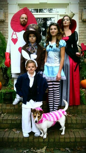 Easy Halloween Costumes, DIY Halloween, Halloween Costume Ideas, Halloween Costumes for Families, DIY Halloween Costumes, DIY Costumes for Families, Halloween Fun, Holiday Crafts, Halloween DIYs