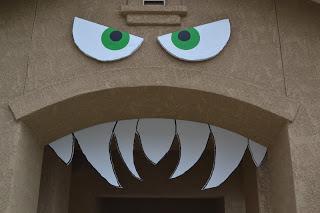 Halloween Porch Ideas, Halloween Front Porch, DIY Porch Decor, Porch Decor, Fall Porch Ideas, DIY Home Decor, Holiday Home Decor, Holiday Porch Decor