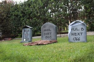 DIY Cardboard Tombstones, Cardboard Tombstone Projects, DIY Halloween, Halloween Home Decor, Outdoor Halloween Decor, DIY Cardboard Tombstones, DIY Holiday, Popular Pin
