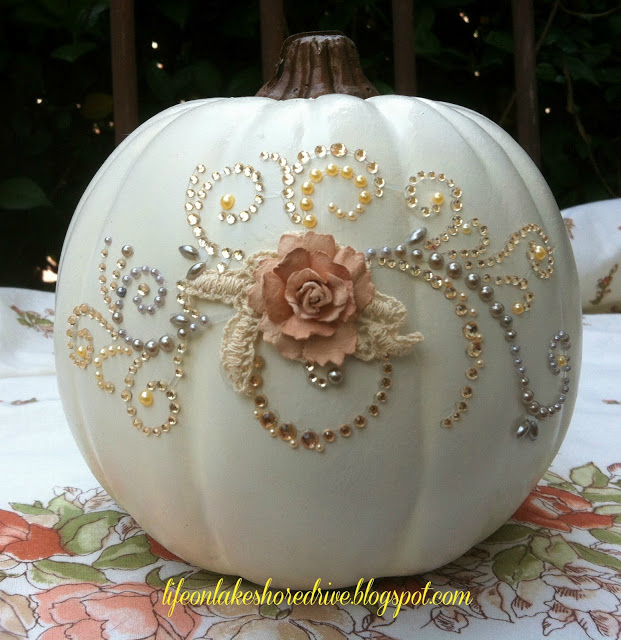 Pumpkin, Halloween Porch Decor, Fall Porch Decor, How to Decorate Your Porch for Fall, Decorating Your Porch for Fall, DIY Fall, DIY Fall Porch, DIY Holiday Fall Porch, How to Design Your Porch for Fall