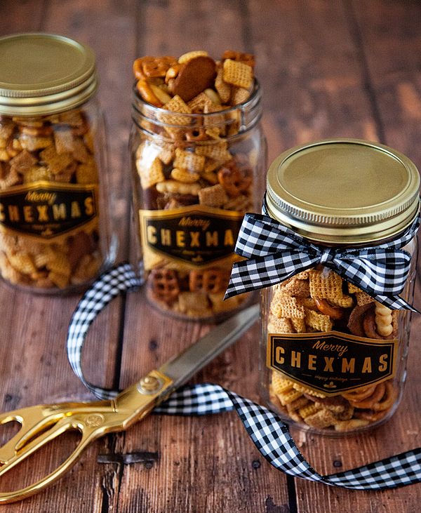 13 Holiday Gifts You Can Whip Up In Just 15 Minutes  Holiday Gifts, Gifts, Christmas Gifts, DIY Gifts, Handmade Gifts, Handmade Holiday Gifts, Gifts, Gift Ideas, Holiday Hacks