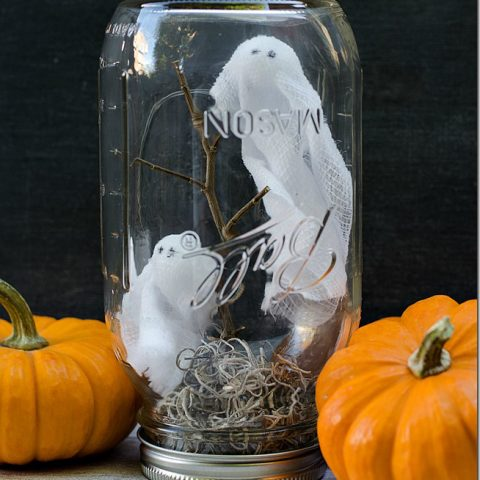 10 Seriously Spooky Mason Jar Crafts for Halloween| Mason Jar, Mason Jar Crafts, Mason Jar Crafts for Fall, Easy Mason Jar Crafts, Mason Jar DIYs, Fall Decor DIYs, Fall Decor, Handmade Fall Decor, Popular Pin