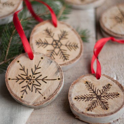 Birchwood Decor for the Holiday Home| Holiday Decor, Birchwood Holiday Decor, Christmas Decor, Christmas Decor DIYs, Decorating with Birchwood, Birchwood Crafts #BirchwoodCrafts #Holiday #HolidayHome