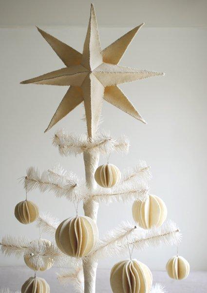 6+ Homemade Holiday Tree Topper Tutorials  Holiday Tree Toppers, Tree Topper, DIY Tree Toppers, DIY Tree Topper, Handmade Tree Toppers, Christmas, Christmas Tree Decor Hacks