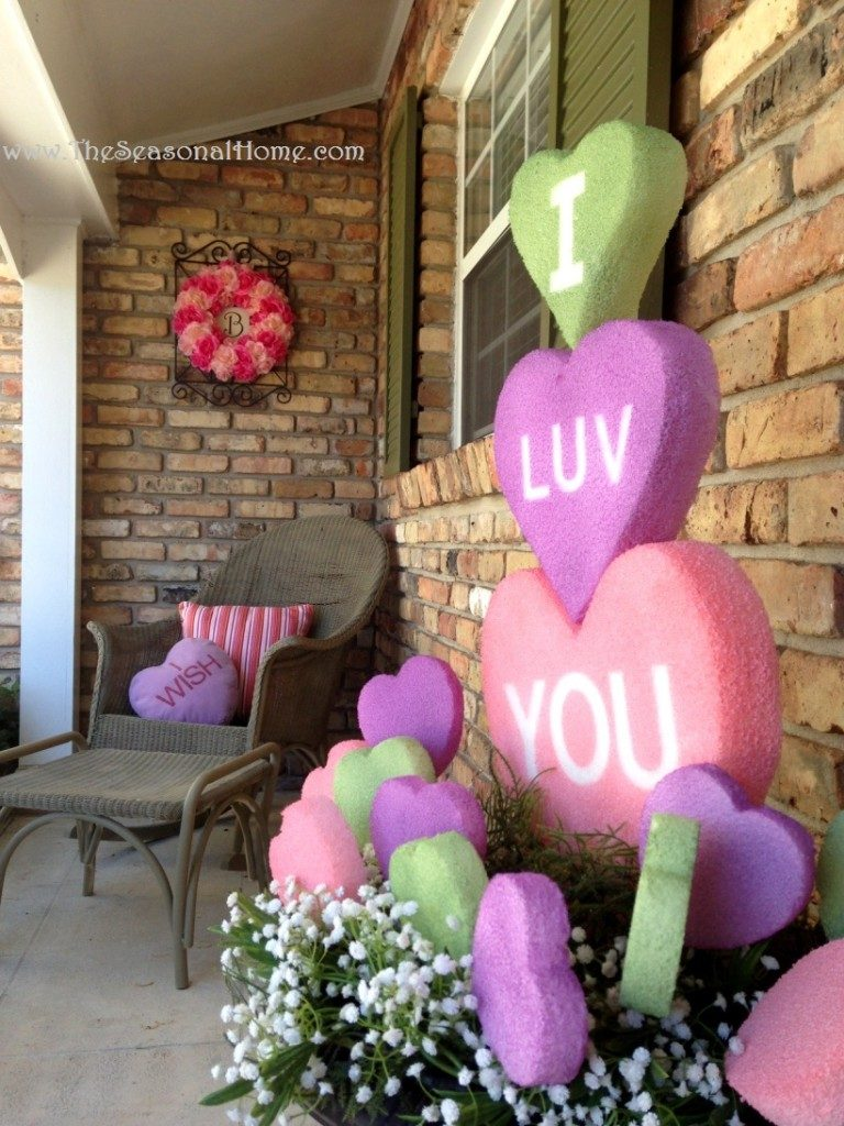 14 Charming Ways to Decorate Your Porch for Valentine's Day| Valentines Day, Valentines Day Porch Decor, Holiday Porch Decor, DIY Holiday Porch Decor, Porch, Porch Stuff | Valentine's Day