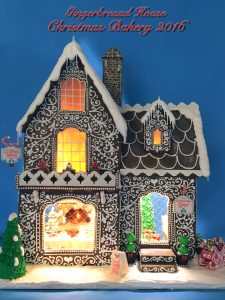 Gingerbread House | DIY Gingerbread House | Christmas | Christmas Crafts | Gingerbread House Ideas | Gingerbread