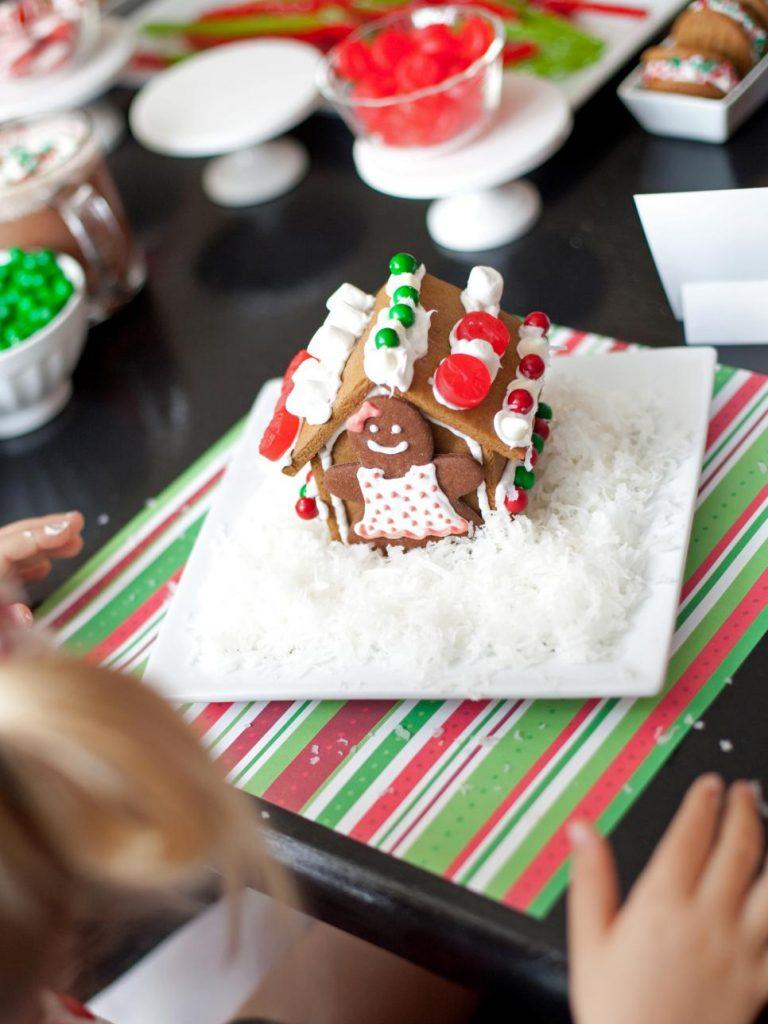 Gingerbread House | DIY Gingerbread House | Christmas | Christmas Crafts | Gingerbread House Ideas | Gingerbread