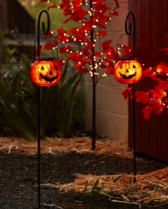 Porch Decor Ideas | Fall Porch Decor Ideas | Fall Porch Decorations | Front Porch Decor | Halloween Porch Decorations | Halloween Decor Ideas | Porch Decor