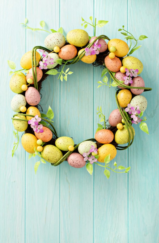 Eggstra Cute Easter Porch Decorating Ideas *