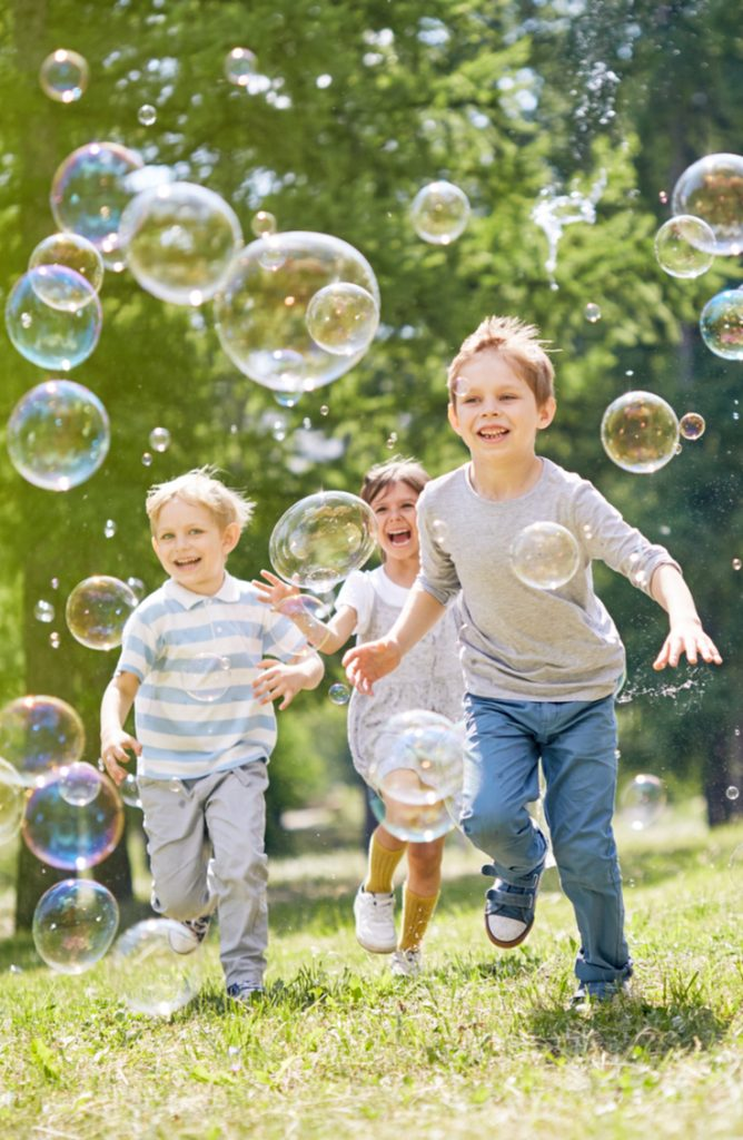 bubblemania | bubbles | spring | playing | kids | outside | outside fun | playing with bubbles | how to | bubble painting | bubble recipe