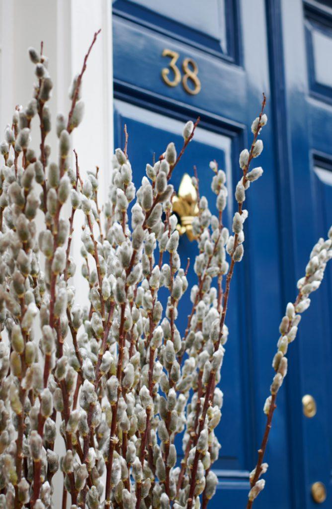 spring door | spring door decor | spring door decor ideas | spring decor | porch decorating | door decorating | spring | spring decorations