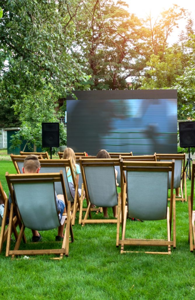 diy outdoor movie screen | diy | diy projects | outdoors | outdoor movie screen | movie party ideas