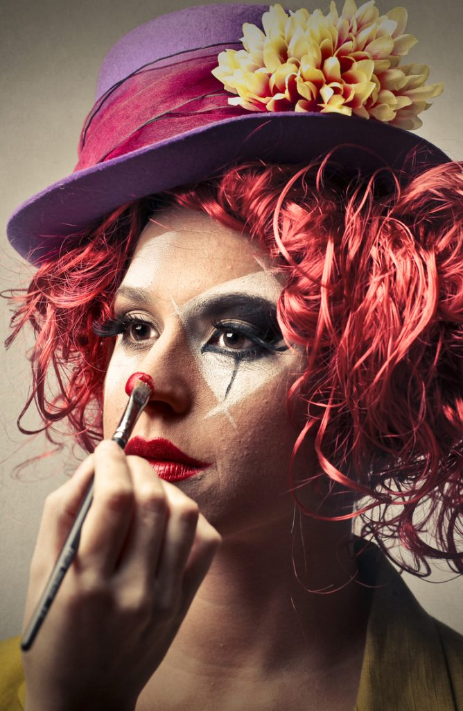 If you're dressing up as a clown for Halloween, you'll need these clown makeup tips