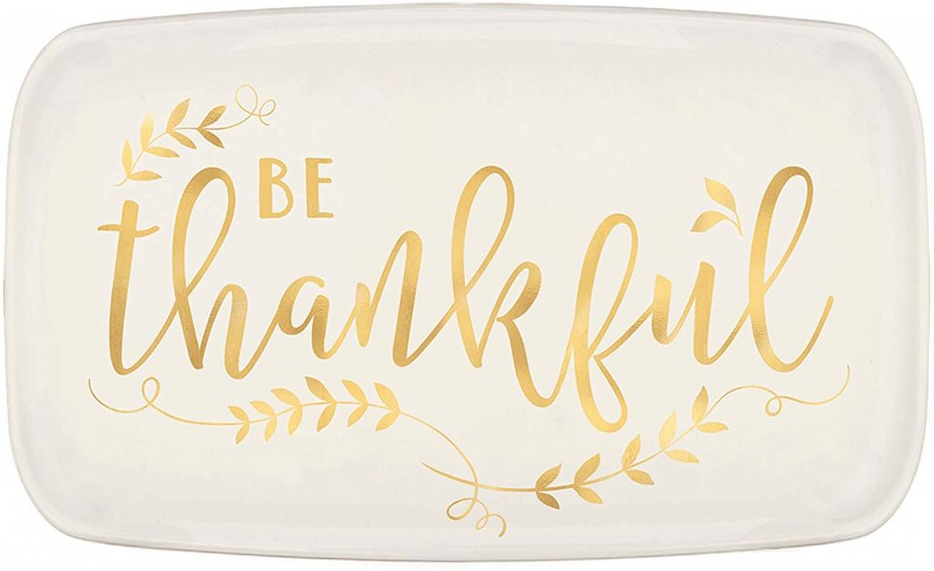 If you've got a steady hand and love to paint, this amazing platter is the perfect idea to give as a Thanksgiving gift. For more Thanksgiving DIY gift ideas, look here!
