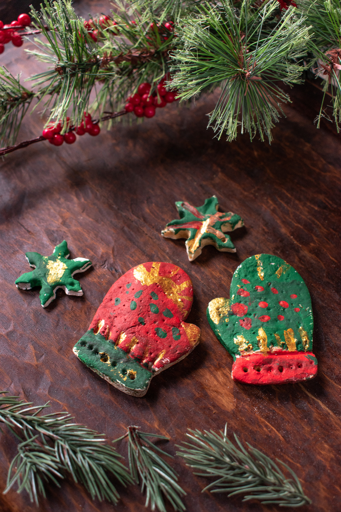 It can be tricky coming up with holiday party ideas for your kiddos. Why not have them make their own ornaments? They'll love seeing it on their tree.