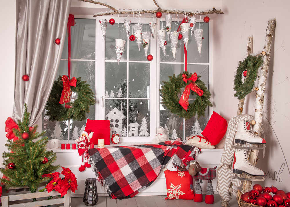 When thinking of where to put your Christmas decor, do you think about decorating your window? Here are the best Christmas window decor ideas.