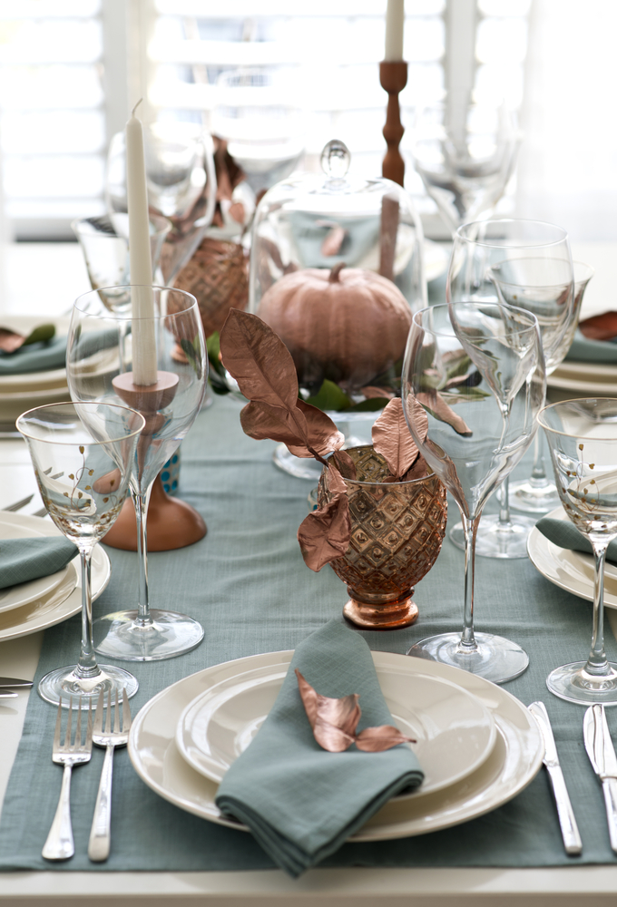 Everyone wants their guests to be impressed with what they put together for Thanksgiving. These Thanksgiving tablescapes ideas will definitely impress everyone!