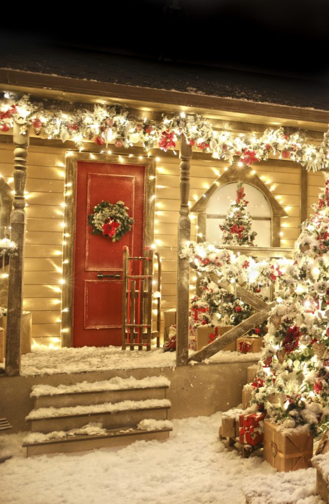 Is any Christmas porch complete without an array of lights? I don't think so! For more Christmas porch decorating ideas, look here!