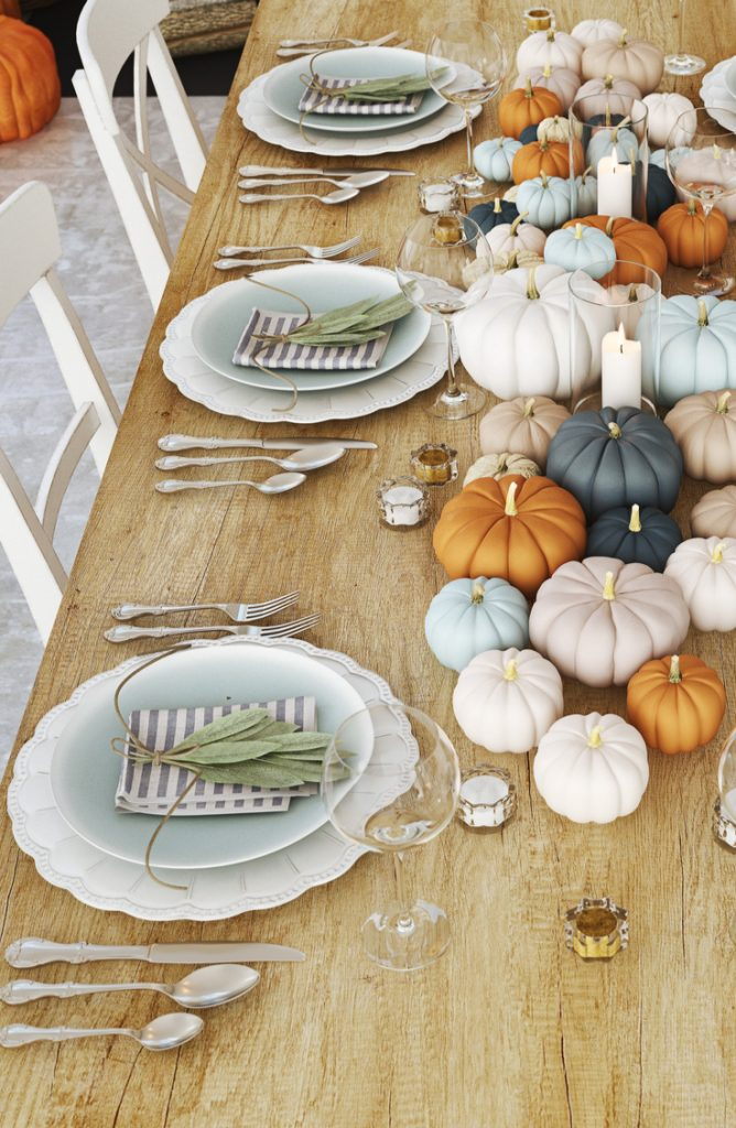 If you want to have the perfect Thanksgiving table to impress all of your guests, you've come to the right place. These Thanksgiving tablescapes ideas are amazing!
