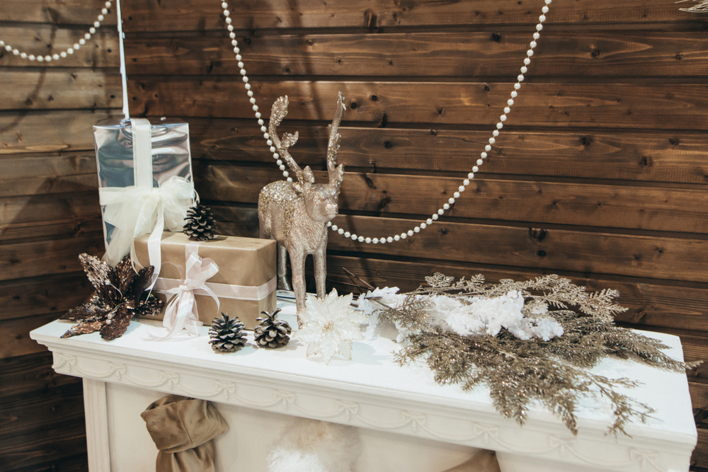 Gold is one of my favorite colors at Christmas time, so I love to decorate with it. These mantel Christmas decor ideas will have you feeling holly and jolly.