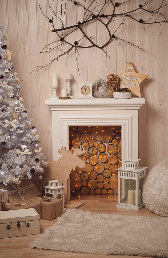 Rustic Christmas decor might be my favorite style! These rustic mantel Christmas decor ideas will make your home feel so cozy!