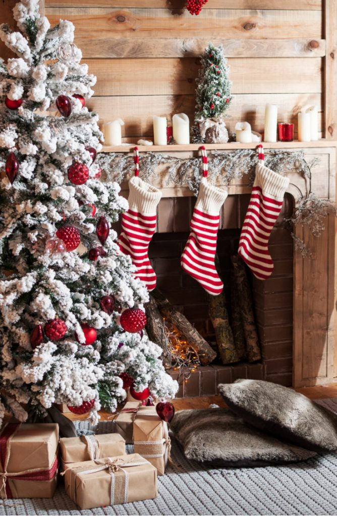 Do you live in a farmhouse/rustic home? If you do, this is for you! These mantel Christmas decor ideas will feel so cozy in your home.