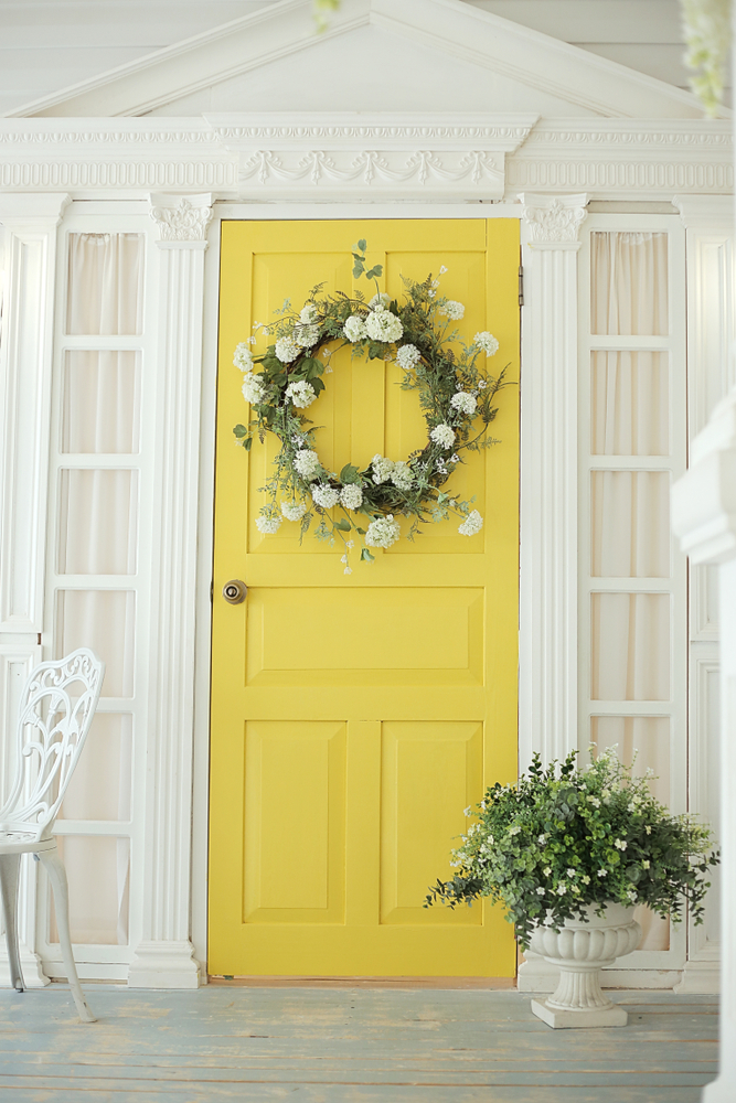 Spring is almost here! In celebration of what's to come, here are some beautiful spring porch decor ideas! Spring is the perfect time to put a statement wreath on your door and welcome all of the beautiful flowers.